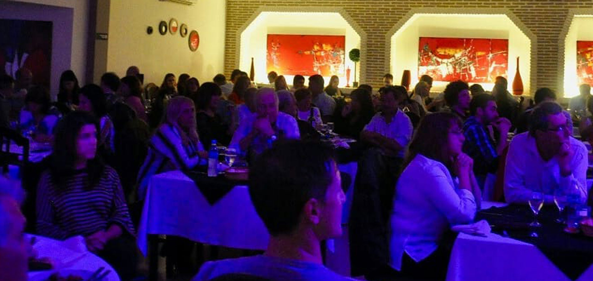 Salón para eventos sociales y conferencias